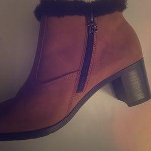 Brilliant waterproof tan boot size 6.5